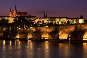 night-charles-bridge-prague